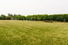 Spielgeräte auf dem Grundstück